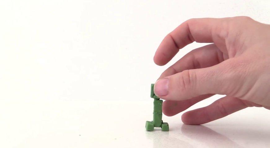 Торт майнкрафт: Из зелёных блоков формируем крипера.