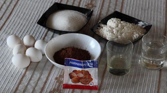 На фото показаны все ингредиенты для... Шоколадный бисквит: пошаговый фото-рецепт