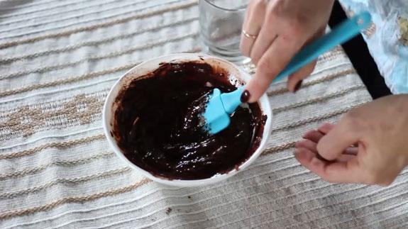 Запариваем какао: в какао наливаем немного... Шоколадный бисквит: пошаговый фото-рецепт