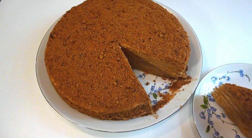 Торт рыжик: Готовый торт оставляем пропитываться на 3 часа при комнатной температуре, а затем убираем в холодильник. Когда торт застынет, его можно нарезать