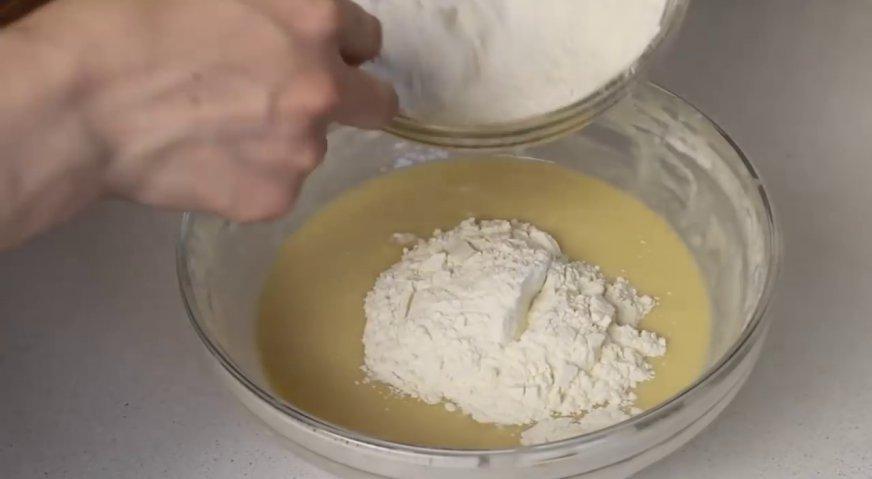 Булочки с белым изюмом из дрожжевого теста к молоку - рецепт пошаговый с фото