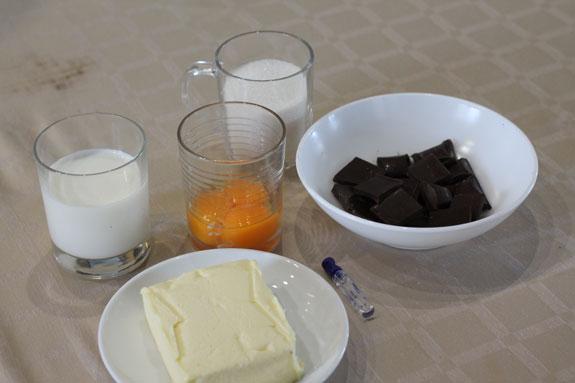 Подготавливаем ингредиенты для шоколадного... Эклеры с кремом Шарлотт: пошаговый фото-рецепт
