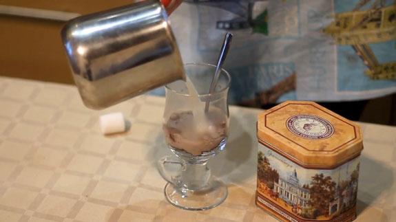 В чашку насыпаем 2-3 чайные ложечки смеси. Горячий шоколад: пошаговый фото-рецепт