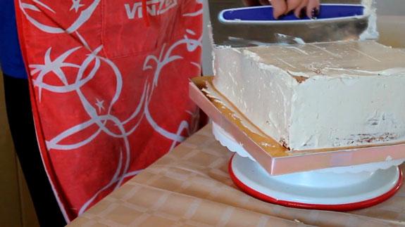 Выравниваем торт с помощью масляного крема... Торт Спартак: пошаговый фото-рецепт