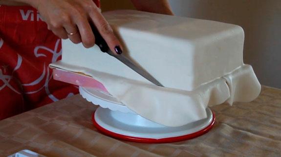 Выравниваем мастику и обрезаем излишки, как... Торт Спартак: пошаговый фото-рецепт