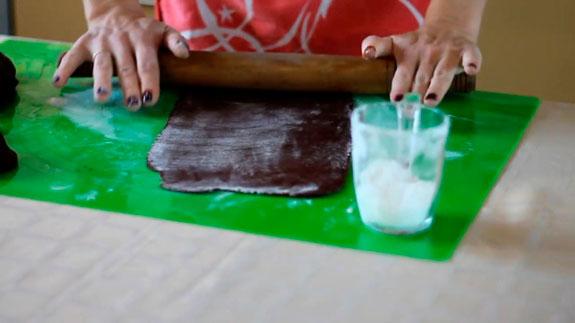 Спустя 30 минут достаем тесто и разделяем его... Торт Спартак: пошаговый фото-рецепт