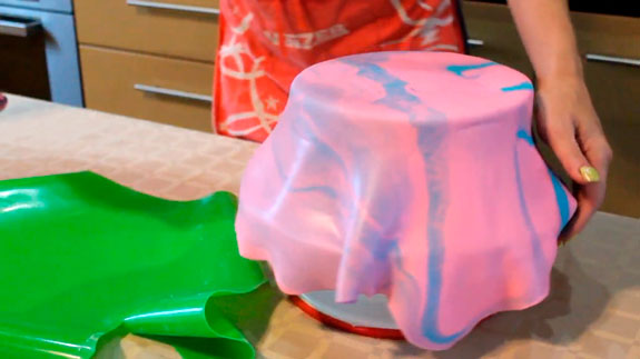 Накладываем ее на торт, чтобы накрыть весь... Торт Птичье молоко: пошаговый фото-рецепт
