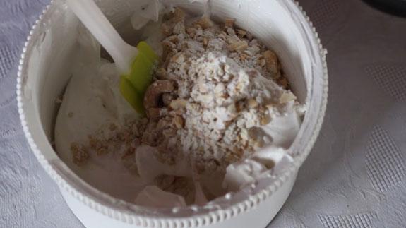 Соединяем орехи с белковой... Киевский торт: пошаговый фото-рецепт