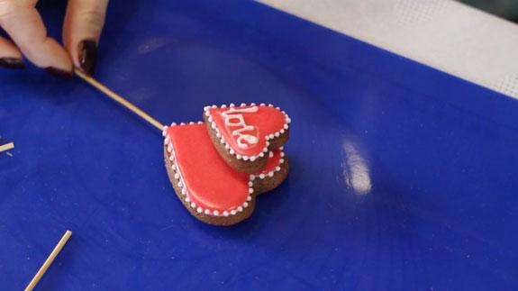 Расписываем Валентинки любыми узорами, на... Пряники имбирные Валентинки: пошаговый фото-рецепт