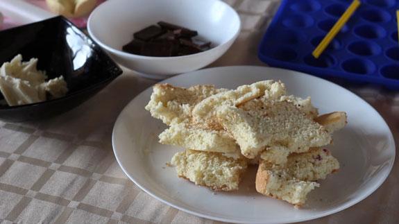 Ингредиенты для бисквитных шариков Кейк... Кейк Попс пирожное на палочке: пошаговый фото-рецепт