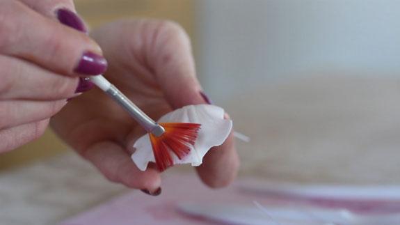 Оттеняем лепесток сухими пищевыми красками,... Кейк Попс пирожное на палочке: пошаговый фото-рецепт