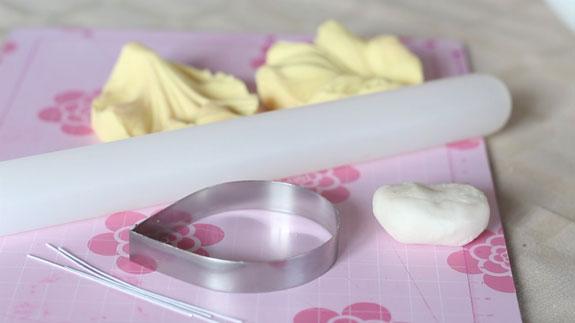 Для изготовления лепестков тюльпана нам... Кейк Попс пирожное на палочке: пошаговый фото-рецепт