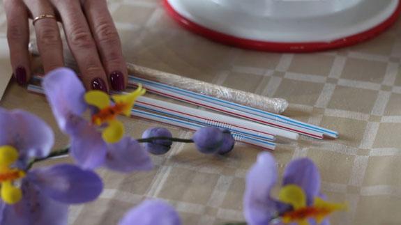 Как правильно собрать трехъярусный торт: пошаговый фото-рецепт. Для придания устойчивости торту мы будем использовать трубочки