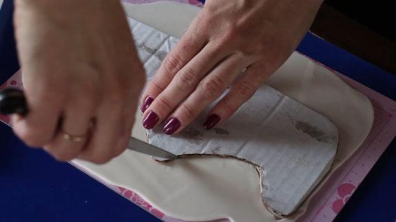 Торт Кроссовок: пошаговый фото-рецепт. Вырезаем из мастики боковую часть кроссовка