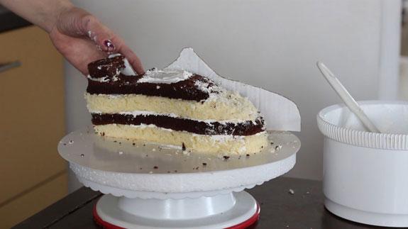 Торт Кроссовок: пошаговый фото-рецепт. Из обрезков формируем недостающие части