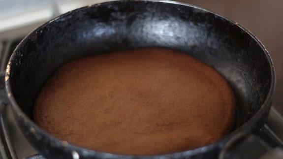 На другой стороне выпекаем блинчик еще минуту. Шоколадные панкейки: пошаговый фото-рецепт