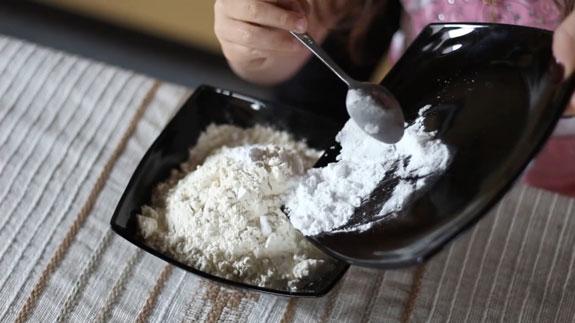 Муку соединяем с содой и солью. Шоколадные панкейки: пошаговый фото-рецепт