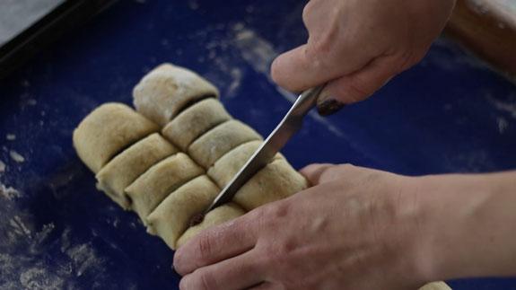 Разрезаем рулеты на одинаковые кусочки шириной 1 см. Печенье Бабочки: пошаговый фото-рецепт