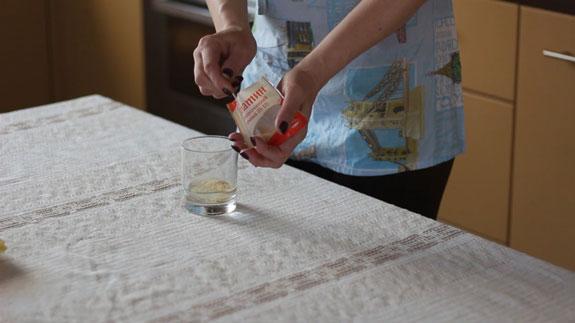 Желатин заливаем водой. Желейные конфеты: пошаговый фото-рецепт