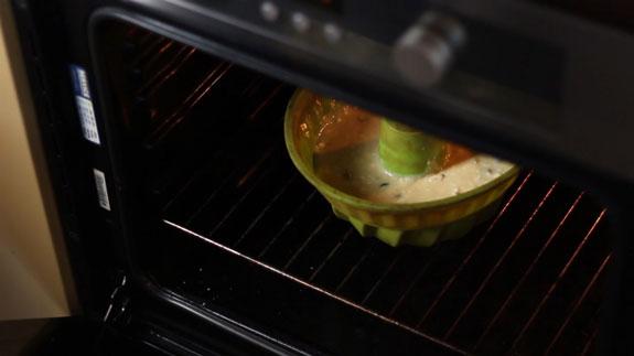 Перекладываем тесто в силиконовую форму. Быстрый кекс: пошаговый фото-рецепт