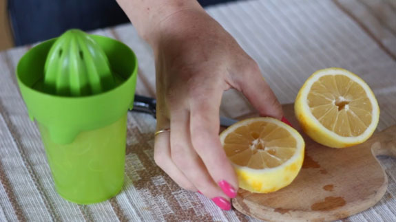 С хорошо помытого лимона снимаем цедру. Желейные конфеты со вкусом лимона: пошаговый фото-рецепт