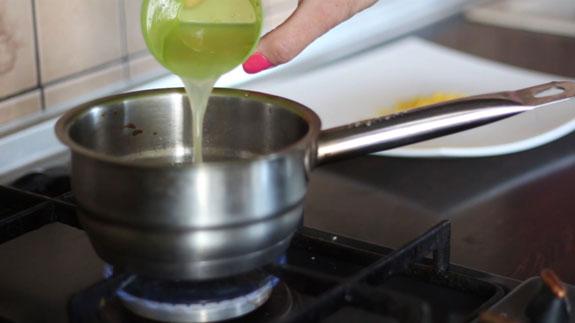 Вводим сок и цедру лимона в кипящий сироп. Желейные конфеты со вкусом лимона: пошаговый фото-рецепт