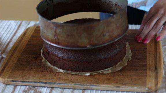 Собираем торт. Готовый, хорошо остывший корж... Голый торт: пошаговый фото-рецепт