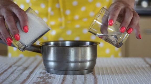 Готовим карамель. В небольшой кастрюльке,... Медовые пряники с карамелью: пошаговый фото-рецепт