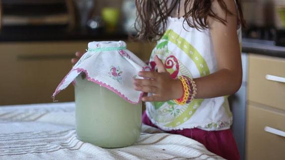 Накрываем емкость небольшим кусочком ткани и оставляем на трое суток. Хлебный квас: пошаговый фото-рецепт