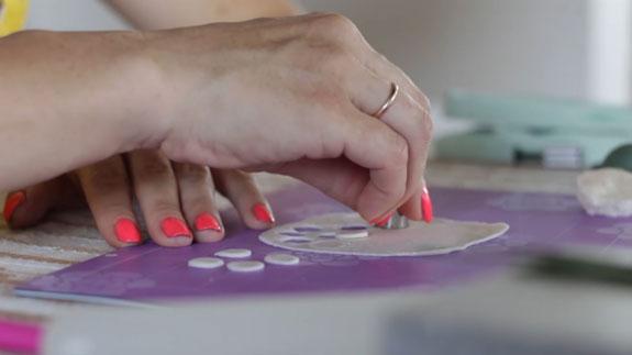 Как сделать ландыш из мастики: пошаговый фото-рецепт. Разминаем сахарную мастику