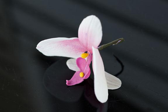 Орхидея из сахарной мастики