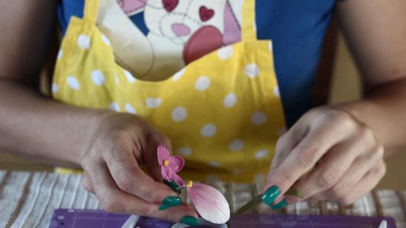 Собираем цветок. Как сделать орхидею из мастики: пошаговый фото-рецепт