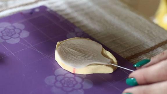 Как сделать орхидею из мастики: пошаговый фото-рецепт. Делаем 2 боковых лепестка