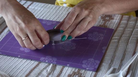 Как сделать розу из мастики: пошаговый фото-рецепт. Вырубываем лепесток
