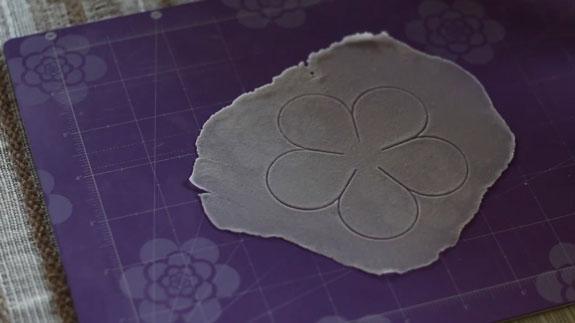 Как сделать розу из мастики: пошаговый фото-рецепт. Разминаем следующую часть мастики