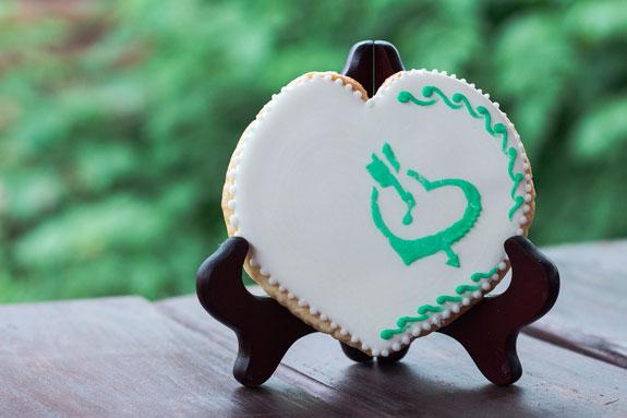 Медовые пряники с росписью в свадебной тематике: пошаговый фото-рецепт