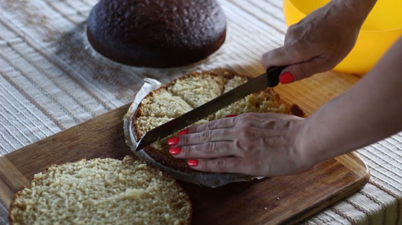 Когда коржи остынут берем белый корж и... Торт Панчо: пошаговый фото-рецепт