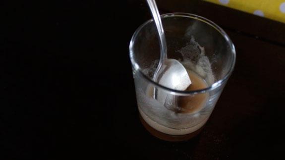 Заливаем агар-агар небольшим количеством воды... Пирожное Крем-брюле с клубникой: пошаговый фото-рецепт