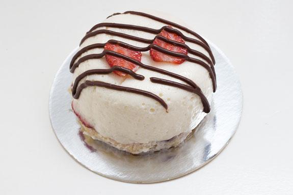 Пирожное Крем-брюле с клубникой
