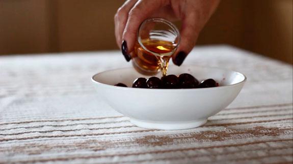 Заливаем вишни коньяком. Конфеты Пьяная вишня в шоколаде: пошаговый фото-рецепт
