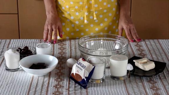 Все ингредиенты для приготовления вишневого... Шоколадные капкейки с вишневым суфле: пошаговый фото-рецепт