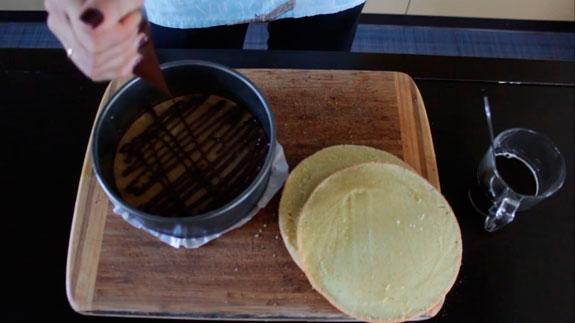 затем обильно поливаем растопленным... Торт Тирамису с шоколадом: пошаговый фото-рецепт