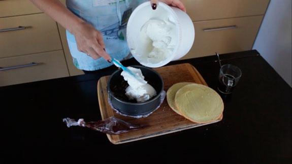и выкладываем третью часть... Торт Тирамису с шоколадом: пошаговый фото-рецепт
