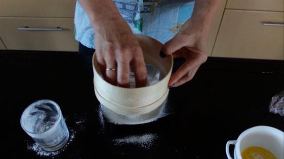 Муку и крахмал просеиваем через мелкое... Торт Тирамису с шоколадом: пошаговый фото-рецепт
