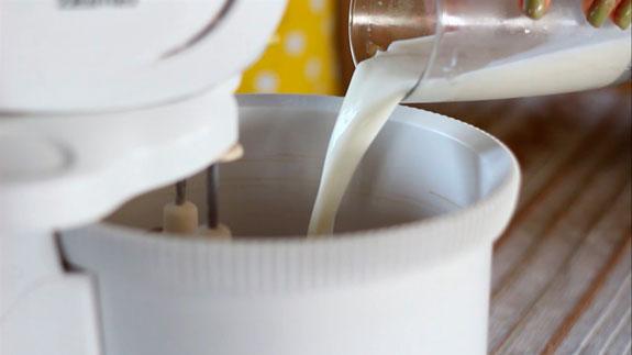 Последним добавляем вторую половину молока. Кофейные панкейки: пошаговый фото-рецепт