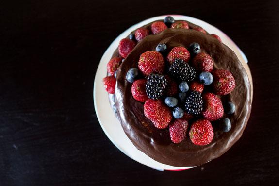 Украшаем разнообразными ягодами и скошенный... Скошенный торт: пошаговый фото-рецепт