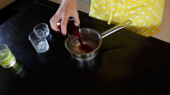 В небольшой кастрюльке соединяем сахар,... Скошенный торт: пошаговый фото-рецепт