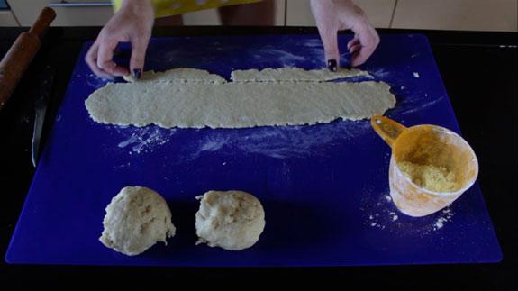 Готовое тесто разделяем на 3 части. Каждую... Торт Монастырская изба: пошаговый фото-рецепт