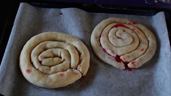 У меня будет тот круглой формы, поэтому я... Торт Монастырская изба: пошаговый фото-рецепт