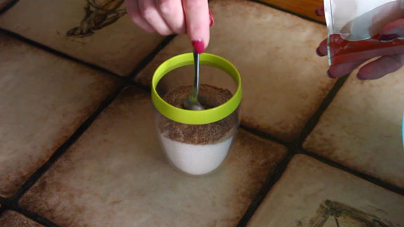 200 гр. сахара соединяем с 2 чайными ложками корицы и размешиваем. Булочки c корицей Синабон: пошаговый фото-рецепт